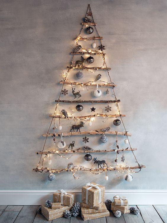 ahşap sopalarla Noel ağaçları
