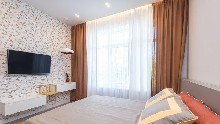 yatak odasında asma mobilya