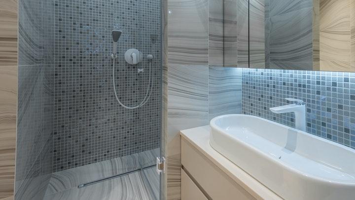 banyo-dolap-ile-entegre-aydınlatma