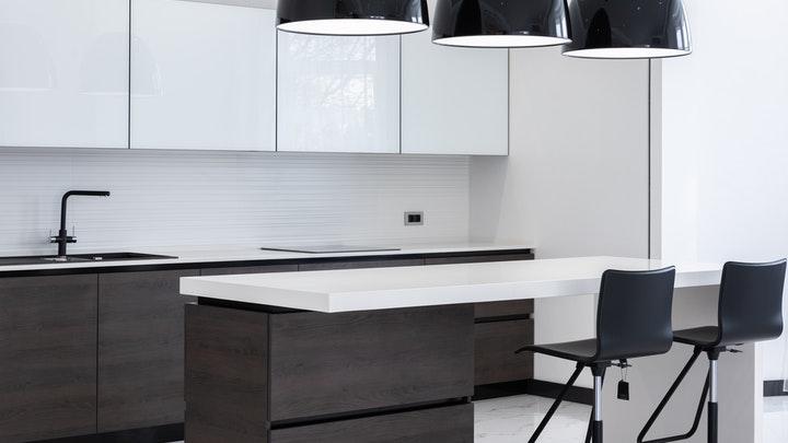 siyah beyaz mobilyalı mutfak