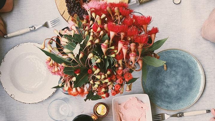 çiçekli masa