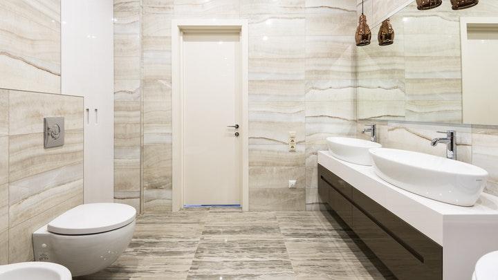 çift ve oval lavabolu banyo