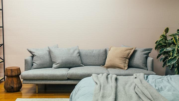 yatak odasındaki kanepe