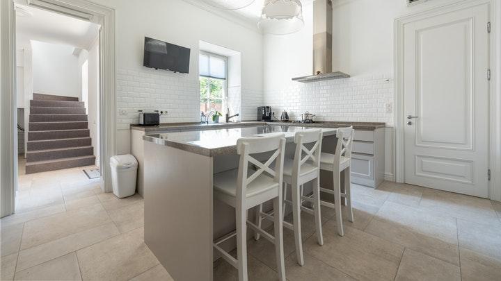 beyaz mutfak-ada