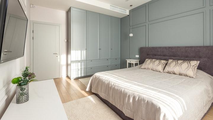 yatak odası-dekoratif-pervaz-ve-dolaplı