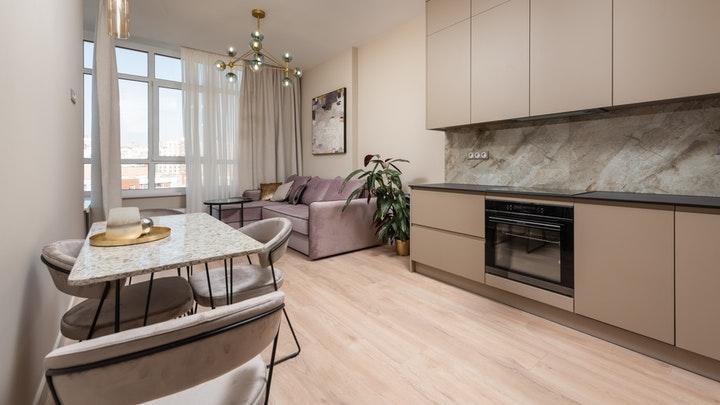 mutfak ve oturma odası için ahşap zemin