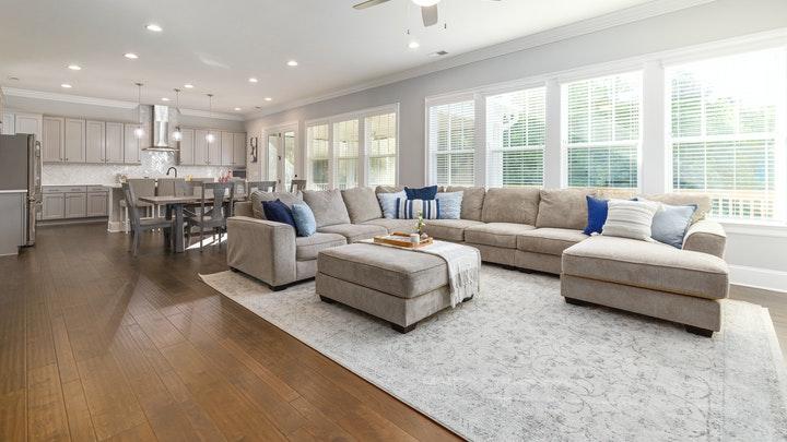 geniş-oturma odası-mutfağa bağlı
