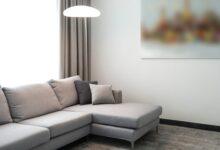 gri ve büyük kanepe