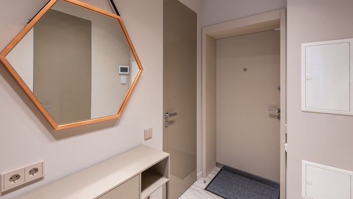 koridorda geometrik ayna