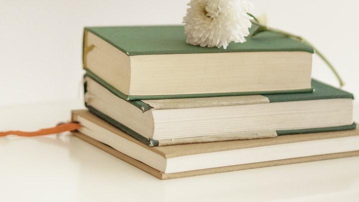 süslemek için kitaplar