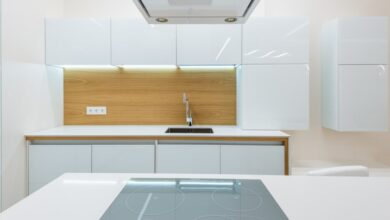 düz çizgili beyaz mutfak